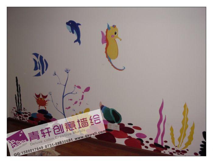 可爱的小朋友房间里面画了小海豚