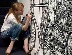 美女歪果仁的墙绘白描艺术